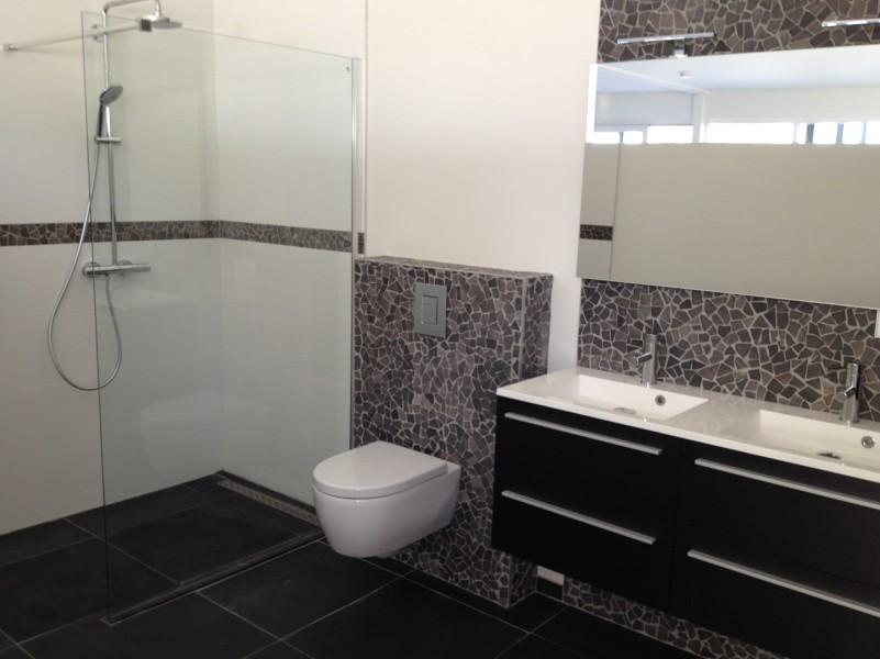 Badkamer Met Natuursteen : Natuursteen in badkamer u devolonter